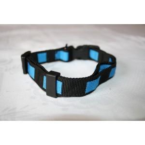 Collier en nylon noir avec damiers bleux, réglable de 35 à 45 cm
